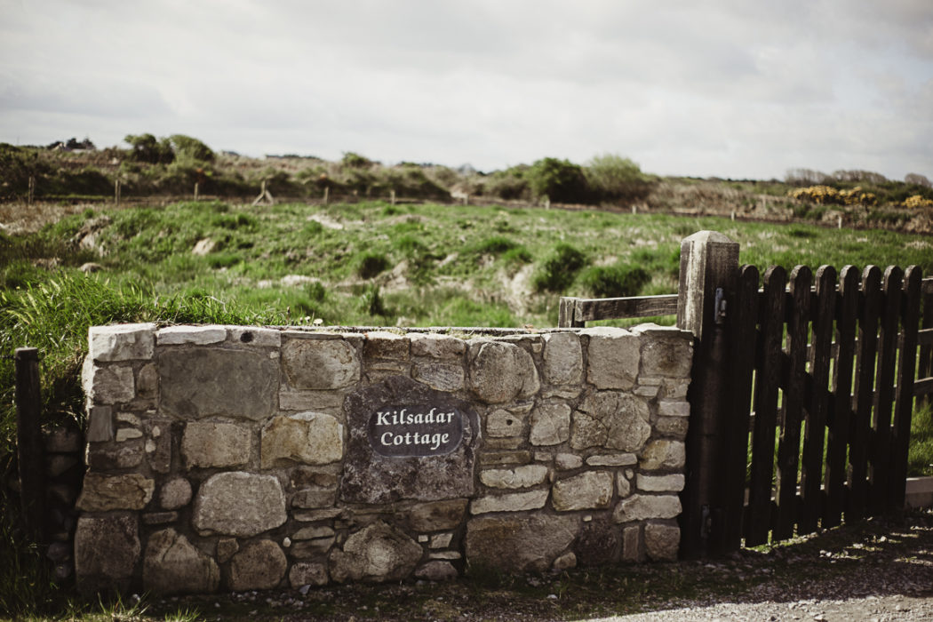 A stone wall and a grass landscape