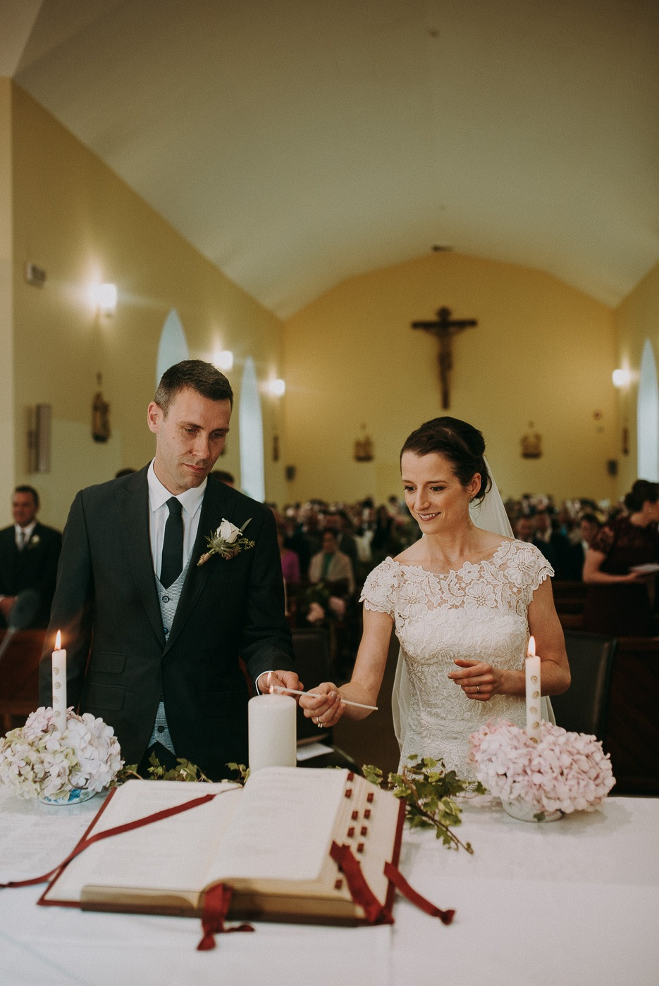 A person standing in front of a wedding cake