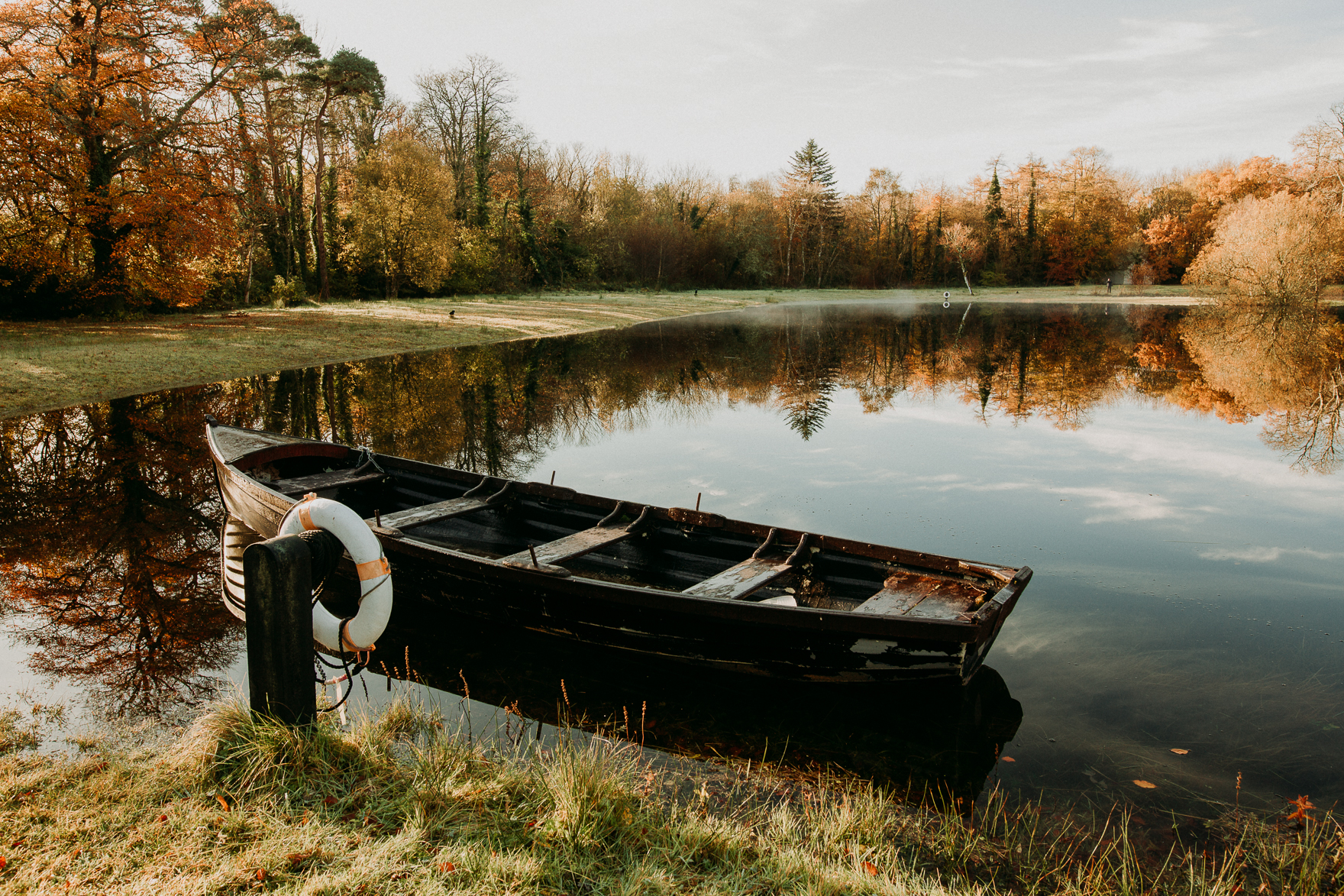 A small boat in a body of water