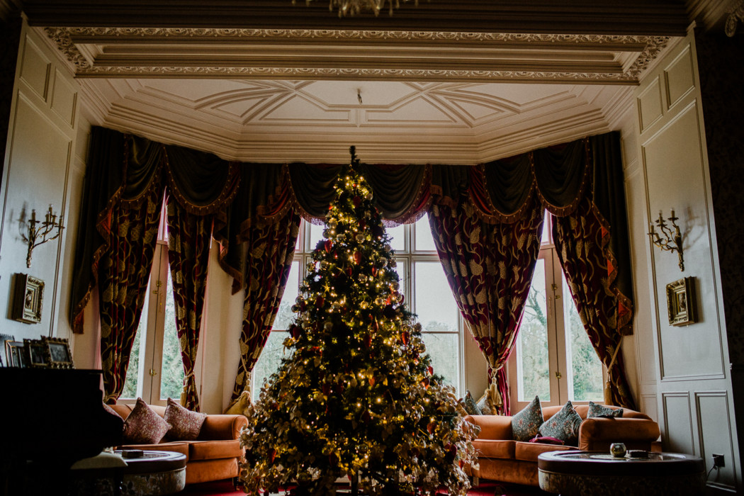 A decorated christmas tree in a room
